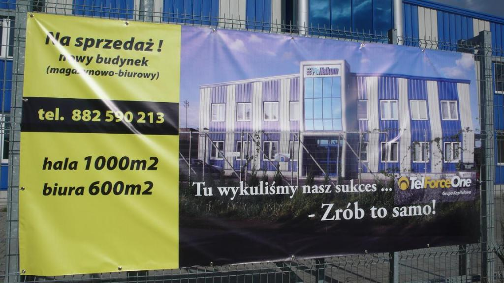 Baner reklamujący nieruchomość na sprzedaż